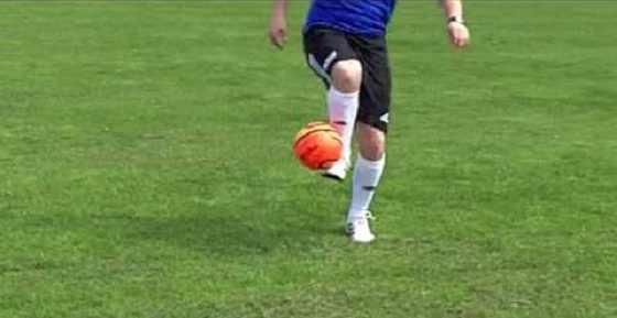 STRskillSchool kanalı üzerinden futbol beceri ve taktiklerine ilişkin video yayınları hazırlayan Steven Roberts'ın kanalında 700 binden fazla abonesi bulunuyor.